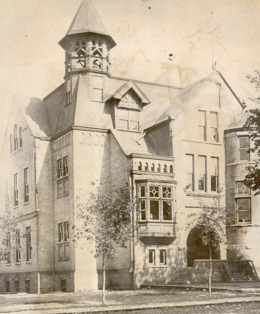 Chaska's old city hall was located on the northeast corner of 4th street and Chestnut.  Av7845